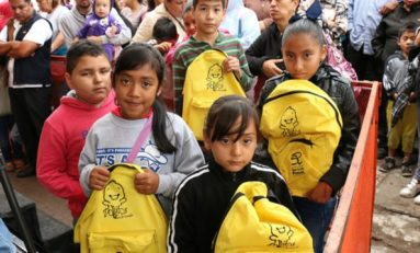 Ayuntamiento entrega útiles escolares en Rancho Viejo