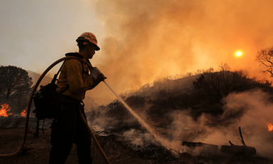 Incendio forestal en California arrasa con más de 100 viviendas