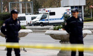 Camión bomba mata a 11 policías turcos
