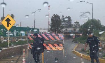 Cierran vialidades por lluvias