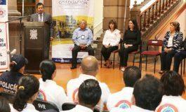 Reconocimientos a jóvenes graduados del Diplomado para Voluntarios en Protección Civil.