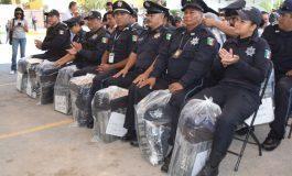 Entregan uniformes a policías soledenses