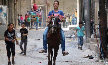 Niños de Alepo, alegres en la tregua, pese a los estómagos vacíos
