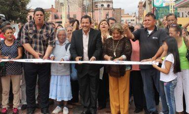 Entregan renovada la calle Manuel José Othón