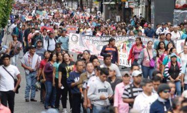 Marcha de la CNTE contra el informe de Peña