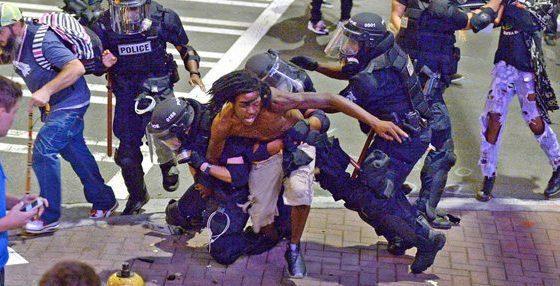 Alcaldesa de Charlotte pide publicar video de muerte de afroamericano