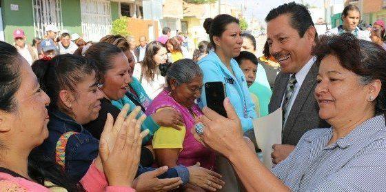 Ayuntamiento entrega pavimentación de calle América del Sur