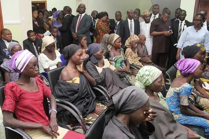 Padres se reúnen con hijas liberadas por Boko Haram