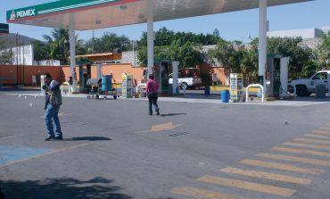 Comando armado asalta gasolinera Perisur