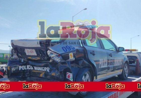 Triple accidente vehicular genera caos vial en carretera a Rioverde.