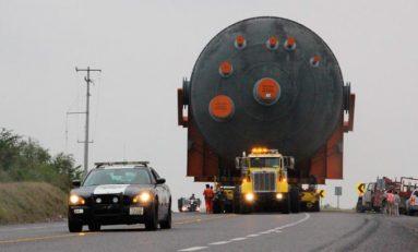 Coordinan acciones Policía Estatal y Policía Federal por paso de mega tanques