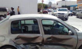 Camioneta embiste auto en Zapata