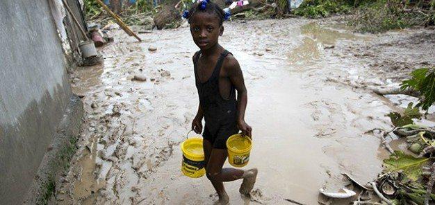 La solidaridad aflora en Haití