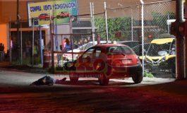 Asesinan a un hombre en lote de autos de Avenida Juárez