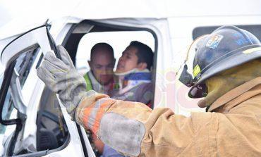 Conductor prensado en accidente en el Periférico