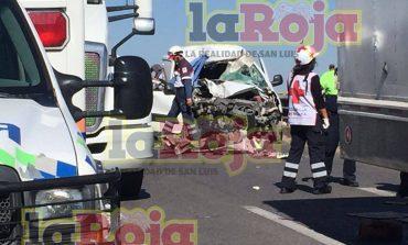 Un muerto y tres heridos en choque en la carretera a México