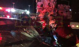 Hombre prensado al impactarse contra un camión en Periférico Norte