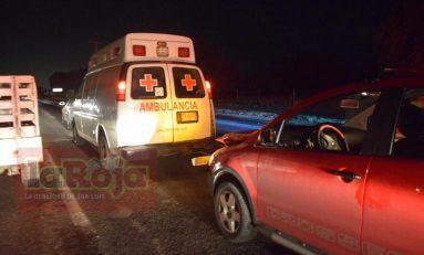 Ambulancia de la Cruz Roja es impactada por miniauto; paramédico resulta lesionada