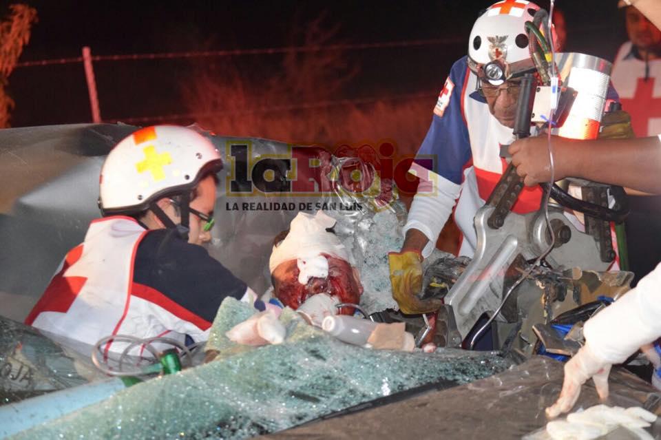 Grave conductor que resultó prensado en accidente