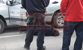 Mujer presuntamente alcoholizada a bordo de un vehículo oficial, arma escándalo en el Centro de Convenciones