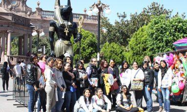 Cientos de estudiantes disfrutan de exposición egipcia en Palacio Municipal