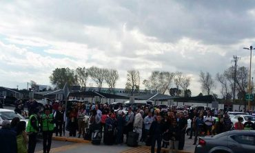 Evacuan a personal y viajeros en aeropuerto