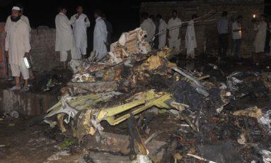 Avionazo en Pakistán con 40 pasajeros a bordo