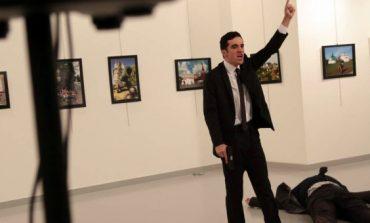 """Un hombre mata a tiros al embajador ruso en Turquía al grito de """"Alepo, venganza"""""""