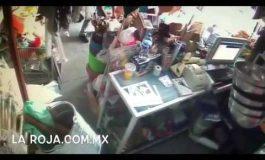 #LadyCochina Mujer Enseña a Robar a su Hijo en la Central de Abastos de SLP