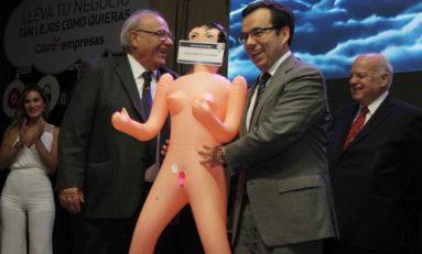 Escándalo de alto nivel en Chile por muñeca inflable
