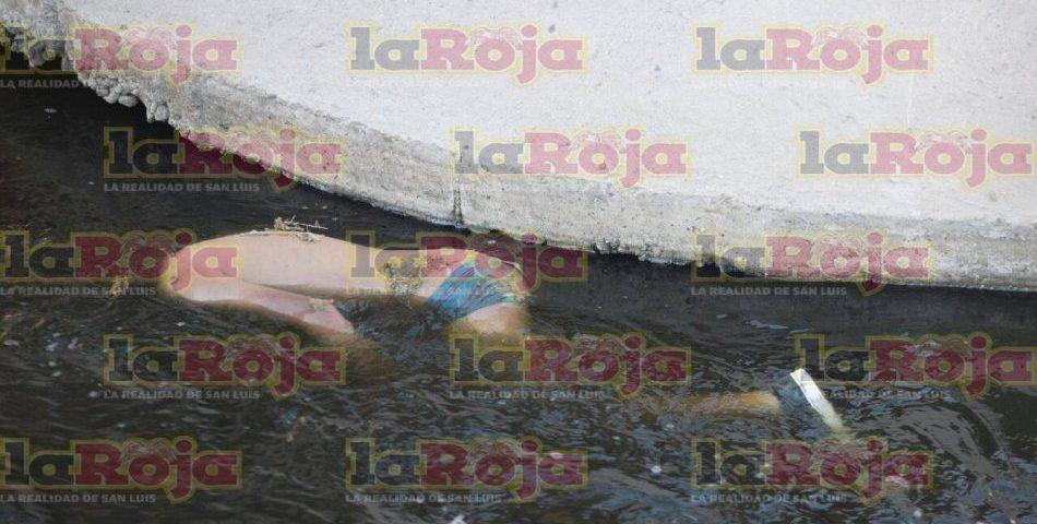 Hombre muere ahogado en canalón