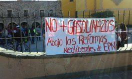 """""""¡Fuera Peña, fuera Peña!"""" Expresan Manifestantes Descontento por Gasolinazo Frente al SAT"""