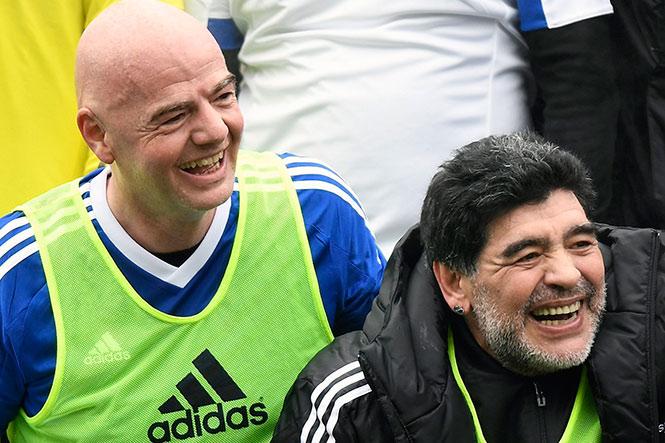 Maradona e Infantino comparten equipo en 'Partido de Leyendas'