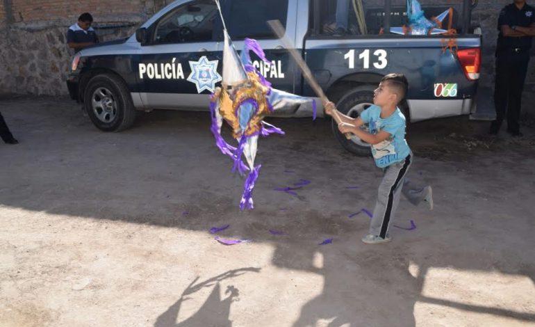 Policías Municipales Entregaron Juguetes y Piñatas por Día de Reyes