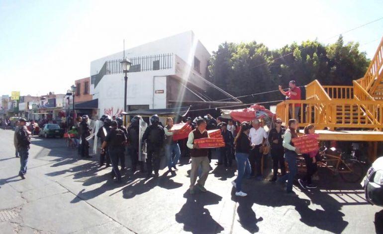 Aparatoso operativo de comercio municipal para decomisar Roscas de ReyeS