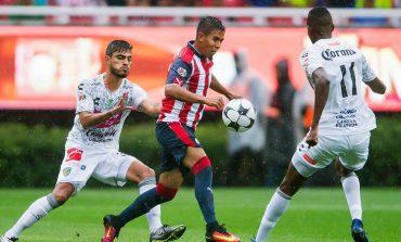 Chivas va de los sublime a lo ridículo en derrota ante Jaguares