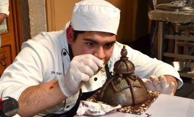 Atractivo concurso de escultura en la Fiesta Nacional del Chocolate