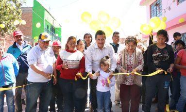 Entrega alcalde Ricardo Gallardo pavimentaciones en la colonia Pedroza
