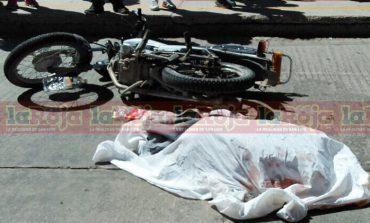 Motociclista Arrolla y Mata a Mujer en Colonia  6 de junio