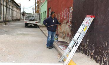 Ayuntamiento  remueve  grafitis en el centro histórico y puentes