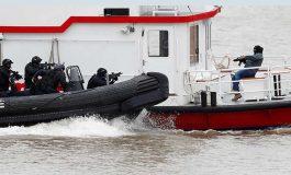 Policía británica simula secuestro de barco turístico en el río Támesis
