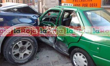 Taxi es Embestido por Camioneta en el Centro Histórico, 3 Lesionados