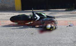 Joven motociclista muere atropellado; el responsable huye