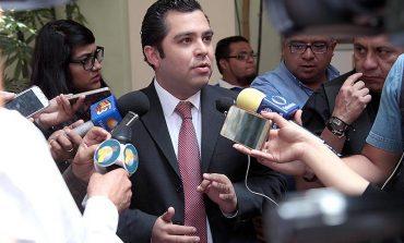 Diputado Flores anuncia separación a su cargo