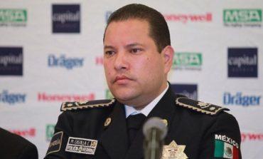 Policía federal se entrega en EU; lo investigan por nexos con el crimen