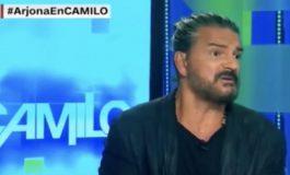 Ricardo Arjona se molesta y abandona entrevista