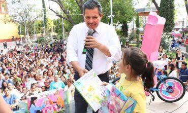 Entrega alcalde Ricardo Gallardo juguetes a niños y niñas de la capital