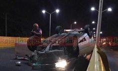 Vuelca conductor en Fraccionamiento Cumbres