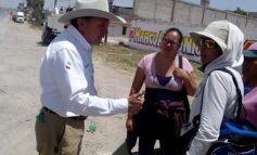 Tunden a huevazos a funcionario de gobierno vecinos que reclamaban falta de agua
