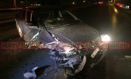 Abandonan auto tras chocar en Carretera a Matehuala